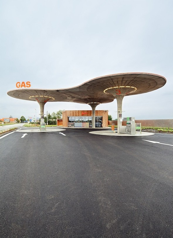 Gas station par atelier sad journal du design for Architecture totalitaire