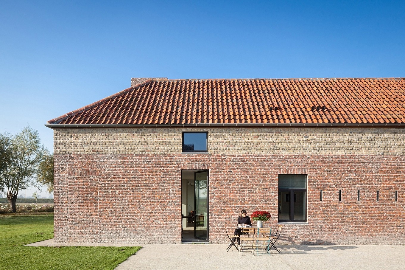 Transformation d un fort en maison en belgique par le studio govaert vanhoutte journal du design - Architecture maison en belgique ...