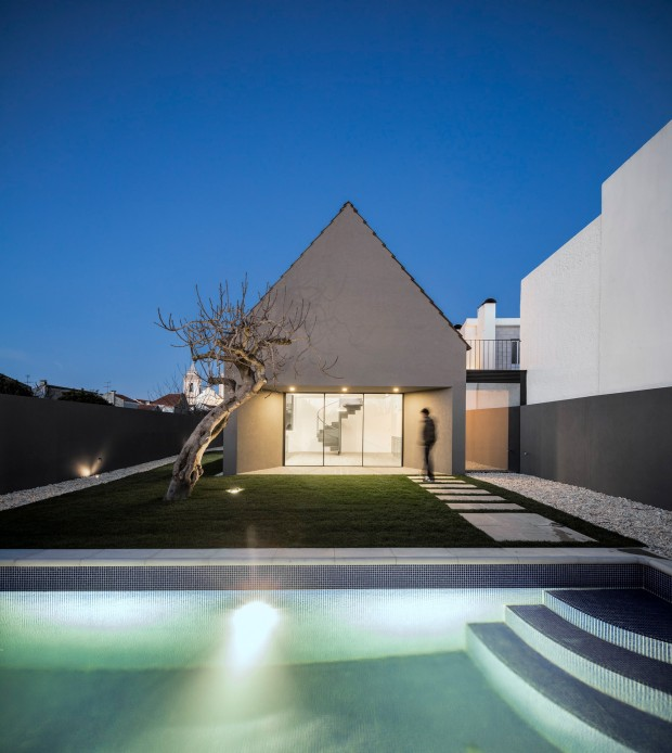 Amelia house par le studio d architecture m2 senos journal du design - M2 architecture studio ...