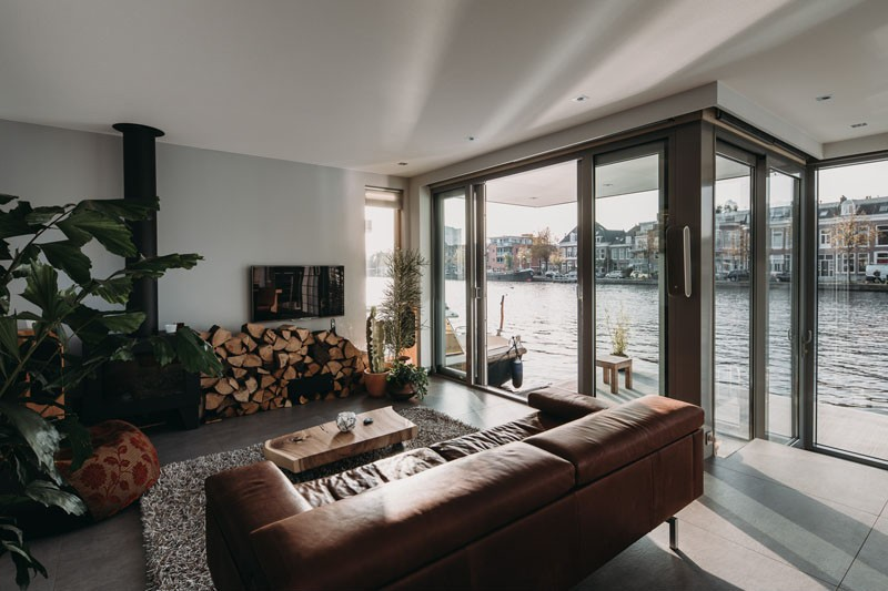 houseboat haarlem shuffle villa flottante aux pays bas par van ommeren architecten journal du. Black Bedroom Furniture Sets. Home Design Ideas
