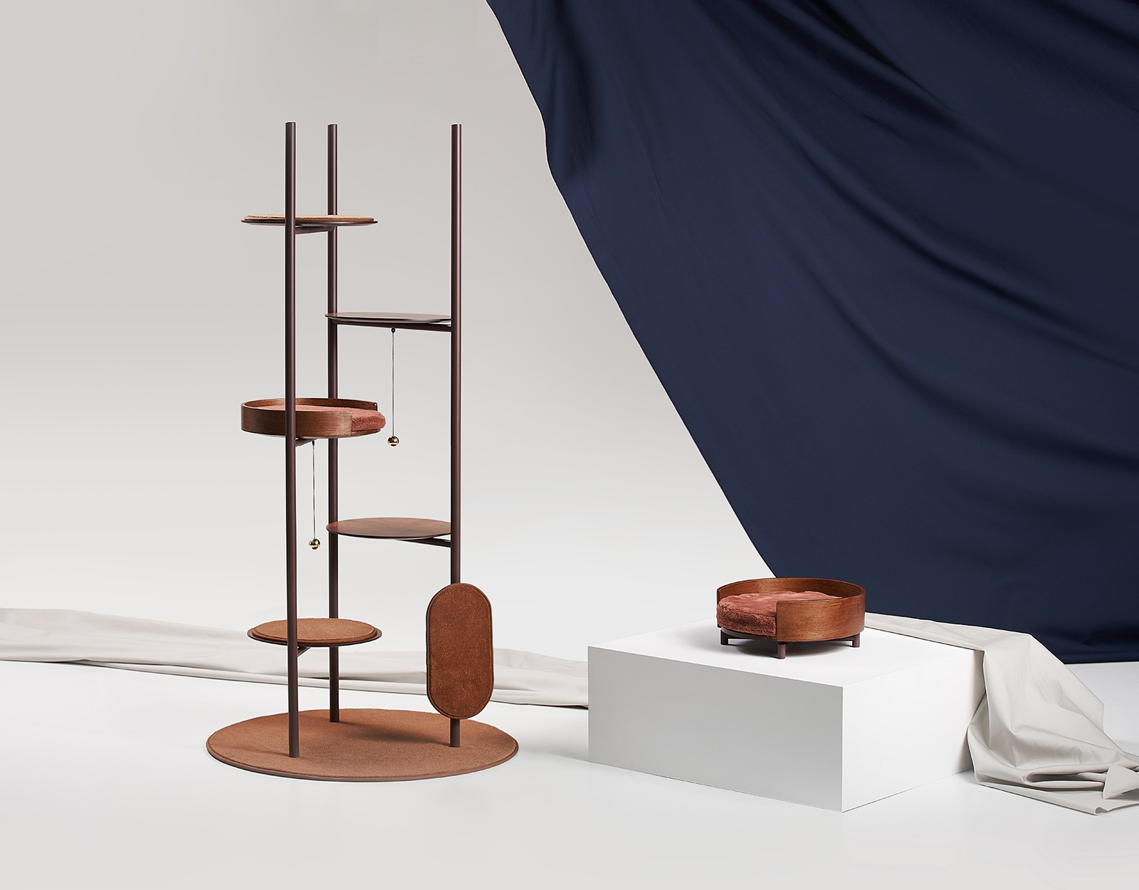 three poles cat tower arbre chat moderne par jiyoun kim studio milliong journal du design