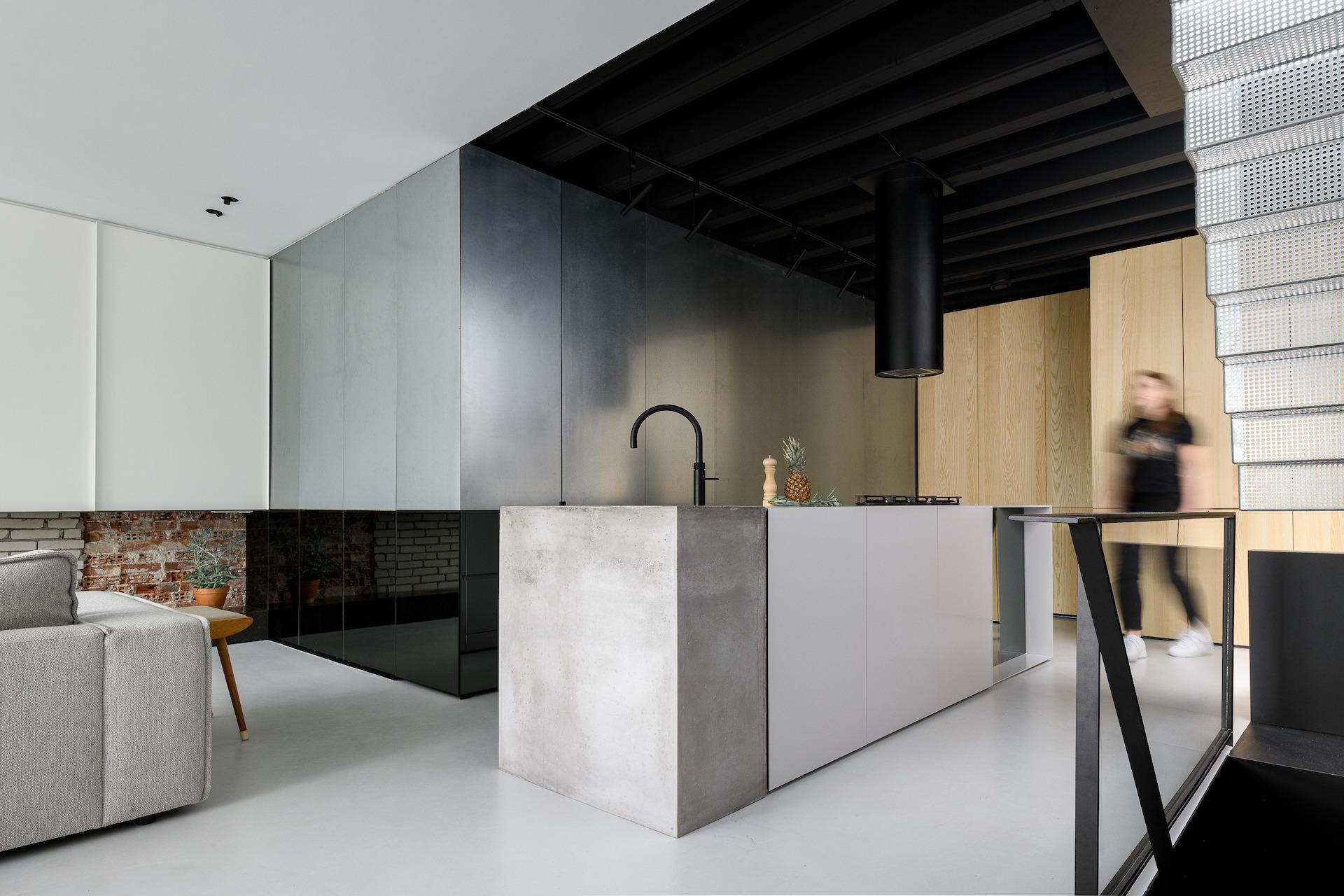 Transformation d'un grenier en appartement à Amsterdam - Journal du Design